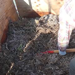 積み込んだ堆肥の撹拌